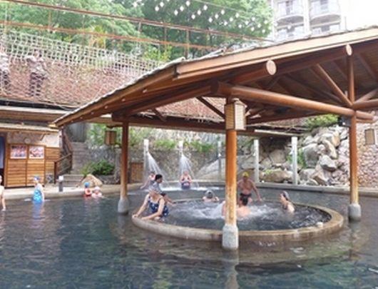 台湾温泉水着あり男女混浴